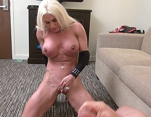 Your virtual session with female muscle porn star and bodybuilder Ashlee Chambers starts with her posing naked, showing off her vascular, ripped muscular biceps and legs, and masturbating her big clit, while you see his Hand Job from his POV and watch him cum all over her pecs.