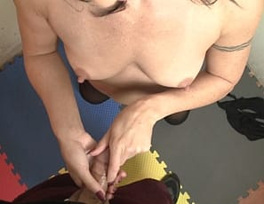 It's time for your virtual session with flexible female muscle porn star Wenona. First, she poses and shows you how to worship her muscular, tattooed biceps, abs, glutes and legs, then gives you a close-up POV look at the hand job she enjoys giving you.